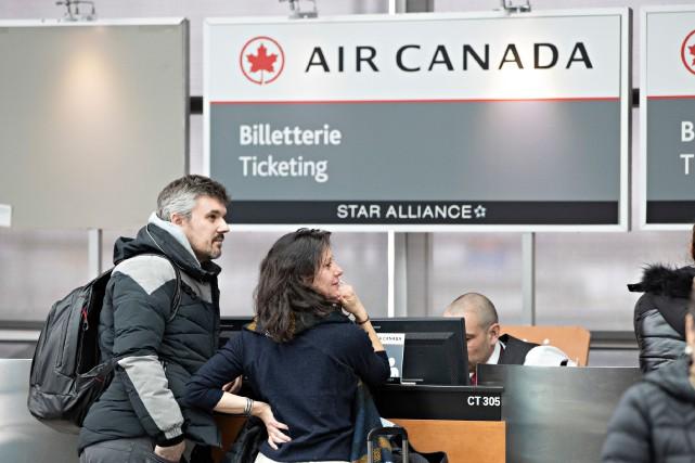 Air Canada est surchargée d'appels de voyageurs qui... (PHOTO  PATRICK SANFAÇON, LA PRESSE)