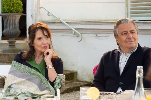 Chantal Lauby et Christian Clavier dans Qu'est-ce qu'on... (PHOTO FOURNIE PAR LA PRODUCTION)