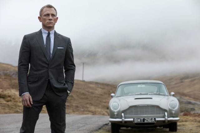 Dans Skyfall, Daniel Craig conduisait une Aston Martin... (PHOTO COLUMBIA PICTURES, VIA PC)