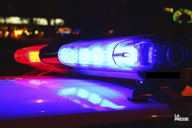 Une automobile a heurté deux piétonnes sur la rue principale à Val-Alain, dans...