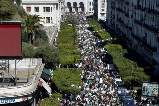 Le nombre exact de manifestants est difficile à... (PHOTO RYAD KRAMDI, AFP)