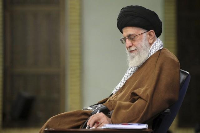 L'économie est le principal problème de l'Iran, affirme l'ayatollah Khamenei