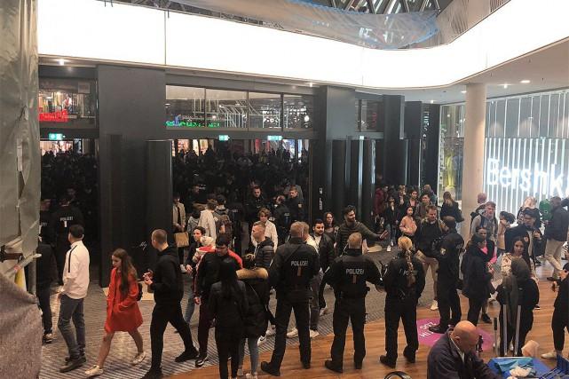 Un flashmob dégénère en confrontation avec la police à Francfort