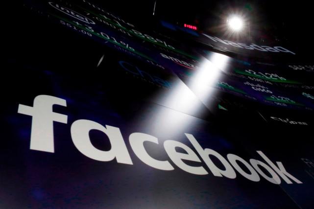 Facebook a annoncé vendredi le lancement de son dispositif de transparence... (PHOTO RICHARD DREW, ARCHIVES AP)