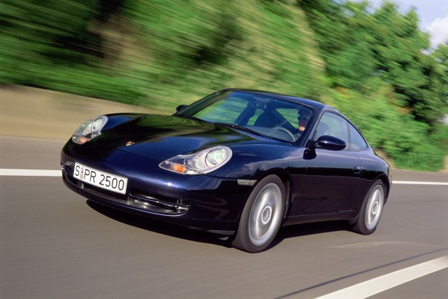 Une Porsche 911 (996) Carrera 2001.... (PHOTO PORSCHE)