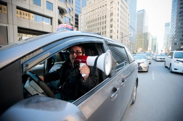 Un chauffeur de taxi participe à une manifestation... (PHOTO MARTIN CHAMBERLAND, ARCHIVES LA PRESSE)