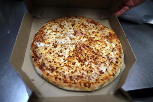 La chaîne de pizzérias américaine Domino's s'est associée avec le fournisseur... (PHOTO LUCY NICHOLSON, REUTERS)