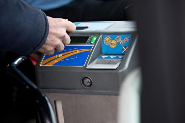 L'implantation de mesures de «tarification sociale» des transports... (PHOTO PATRICK SANFAÇON, ARCHIVES LA PRESSE)