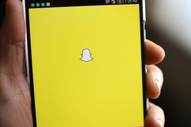 Snapchat compte près de 190millions d'abonnés actifs quotidiens.... (PHOTO ROBYN BECK, ARCHIVES AFP)