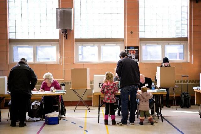 «Notre mode de scrutin actuel contribue-t-il à l'amélioration... (PHOTO MARCO CAMPANOZZI, ARCHIVES LA PRESSE)