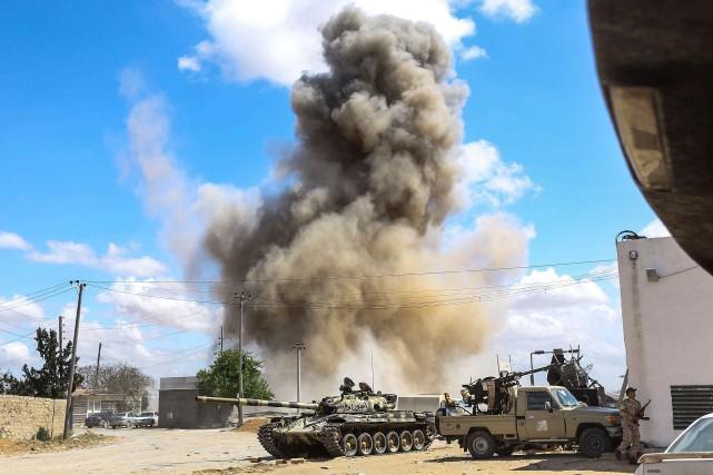 Les combats s'intensifient vendredi sur plusieurs fronts dans... (PHOTO AFP)