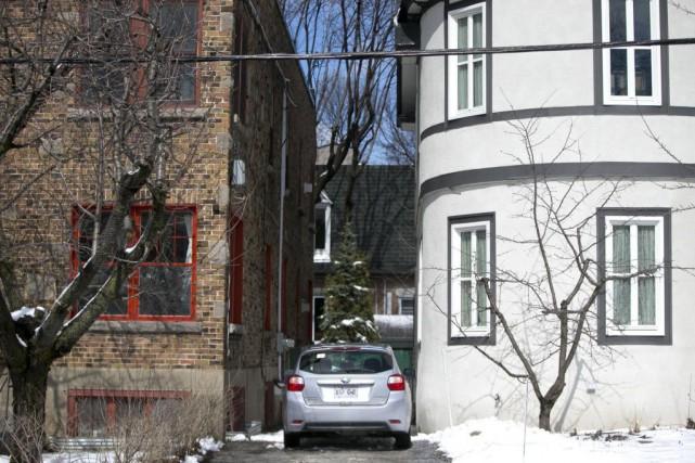 Situées dans le quartier Côte-des-Neiges, les deux maisons... (PHOTO FRANÇOIS ROY, LA PRESSE)