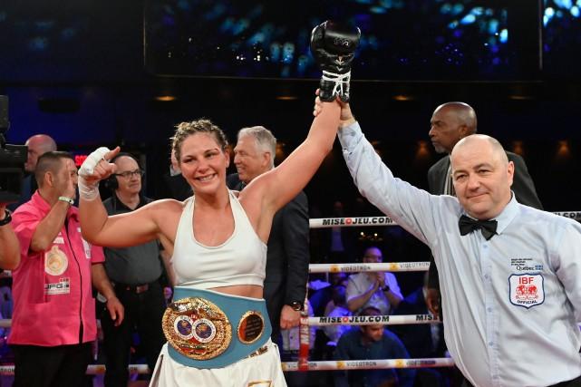 Marie-Ève Dicaire a défendu avec brio son titre de l'International Boxing... (PHOTO BERNARD BRAULT, LA PRESSE)
