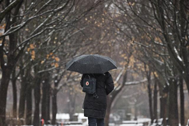 Dès 6h lundi, Environnement Canada a levé les... (PHOTO PATRICK SANFAÇON, ARCHIVES LA PRESSE)