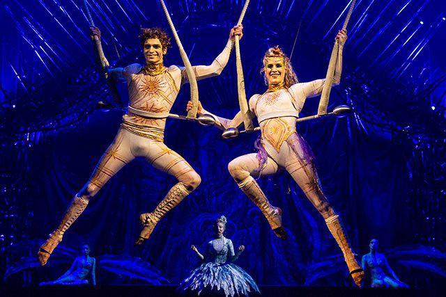 Sous le majestueux Grand Chapiteau du Cirque du Soleil aménagé au Vieux-Port de...