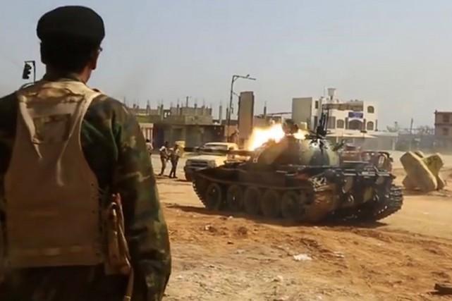 Un char d'assaut de l'armée du maréchal Khalifa... (CAPTURE D'ÉCRAN AGENCE FRANCE-PRESSE)