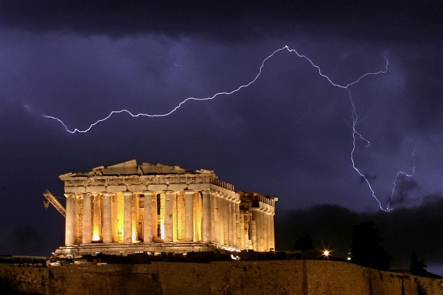 Le temple du Parthénon sur le rocher de... (ARCHIVES AFP)