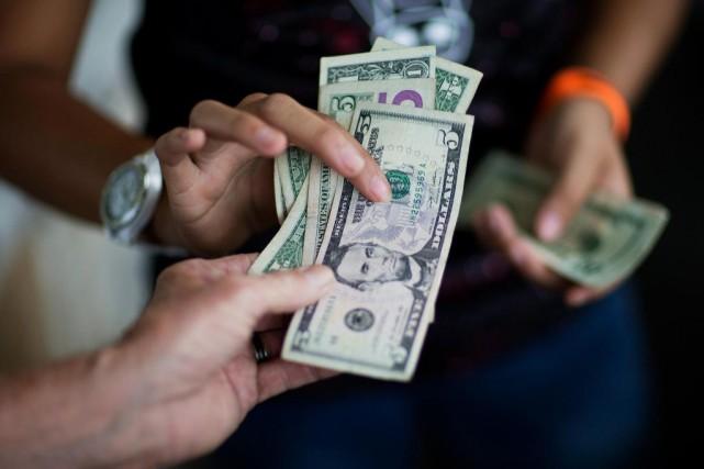 Le consensus des prévisions d'économistes s'établit autour de... (PHOTO DAVID GOLDMAN, ARCHIVES ASSOCIATED PRESS)