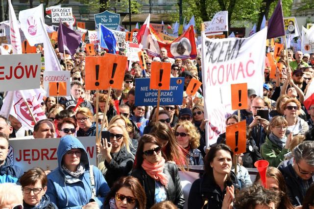 Le gouvernement et les syndicats des enseignants ont... (PHOTO AFP)