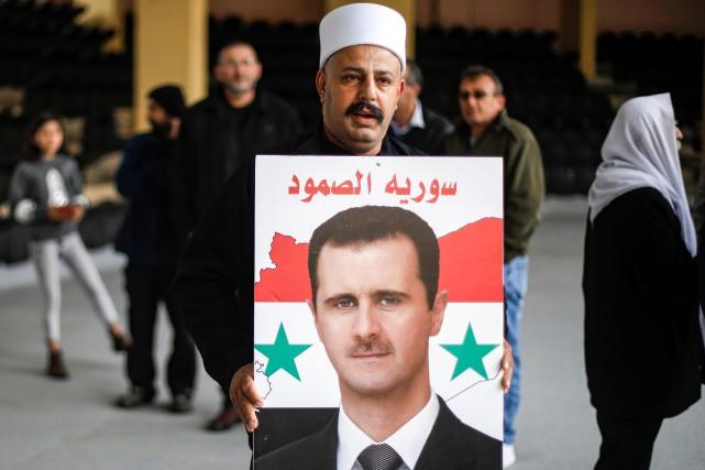 Un partisan du président syrien Bashar al-Assad lors... (PHOTO AFP)