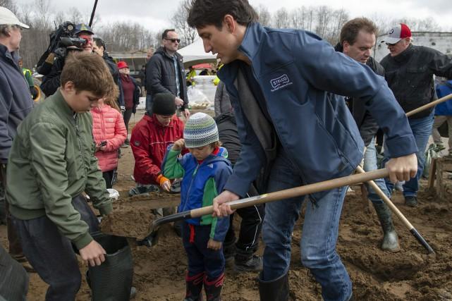 Justin Trudeau donne un coup de main aux sinistrés