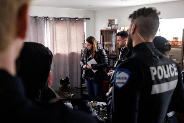 À la demande des policiers du SPVM qui... (PHOTO EDOUARDPLANTE-FRÉCHETTE, LA PRESSE)