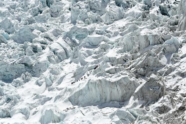 Certains de ces glaciers figurent parmi les plus... (PHOTO PRAKASH MATHEMA, ARCHIVES AGENCE FRANCE-PRESSE)