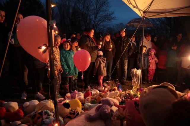 Au moins 200 personnes se sont présentées hier... (PHOTO CATHERINE TRUDEAU,LA VOIX DE L'EST)