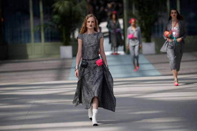 Voyage oblige, l'allure de Chanel se place sous... (PHOTO CHRISTOPHE ENA, AP)
