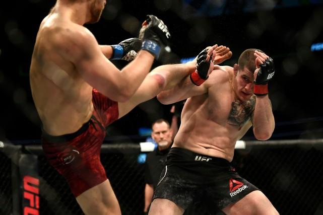 Le Québécois Marc-André Barriault s'est incliné à ses débuts dans l'UFC, au... (PHOTO JUSTIN TANG, LA PRESSE CANADIENNE)