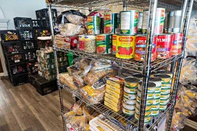 Un comptoir alimentaire de l'organisme Moisson Montréal... (PHOTO PATRICK SANFAÇON, ARCHIVES LA PRESSE)