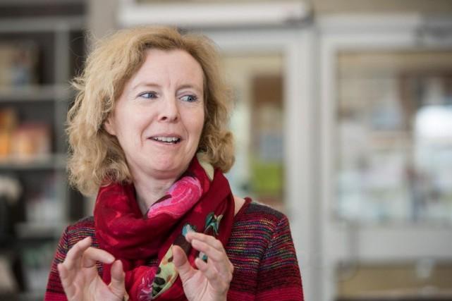Sylvie Payette, bibliothécaire-agente de liaison à la Ville... (PHOTO HUGO-SÉBASTIEN AUBERT, ARCHIVES LA PRESSE)