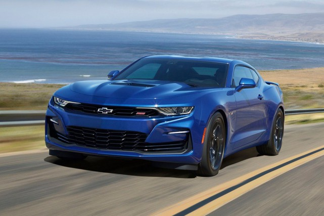 Chevrolet a refait le nez de la Camaro... (PHOTO CHEVROLET)
