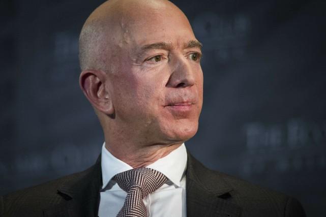 «Jeff Bezos (photo) est assez riche pour faire... (PHOTO CLIFF OWEN, AP)