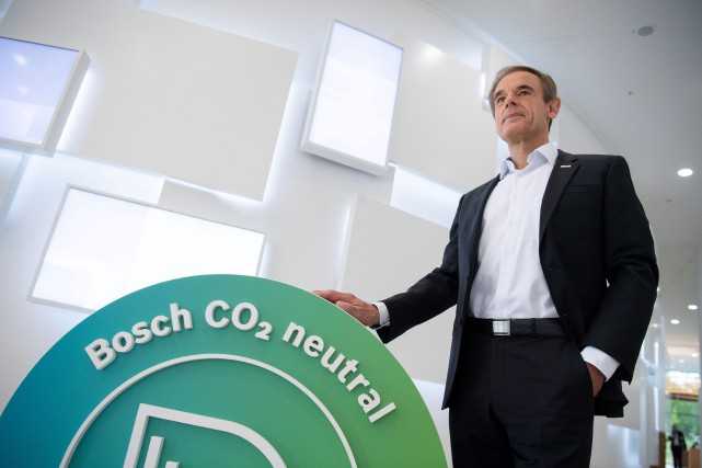 Volkmar Denner, PDG de l'équipementier automobile Bosch, pose... (PHOTO MARIJAN MURAT, AFP)