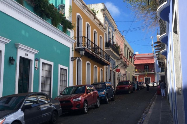 Les rues colorées du vieux San Juan... (PHOTO LAURA-JULIE PERREAULT, LA PRESSE)