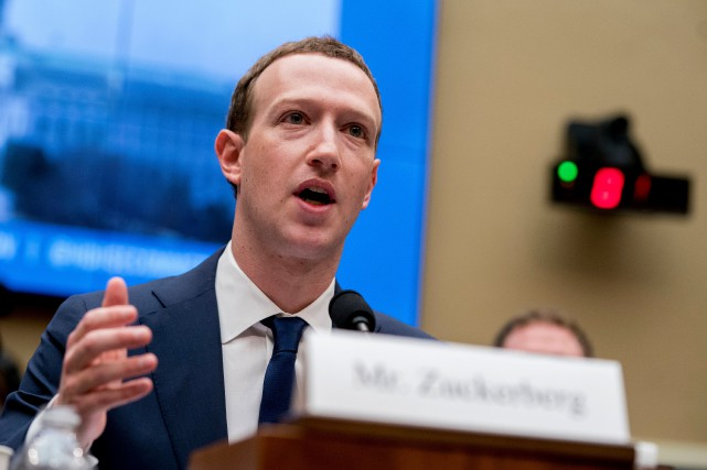 Le PDG de Facebook, Mark Zuckerberg... (PHOTO ANDREW HARNIK, ARCHIVES ASSOCIATED PRESS)