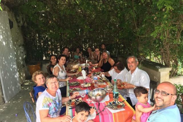Réunion de la famille Soussy à Aigues-Mortes, en... (PHOTO FOURNIE PAR OLIVIER SOUSSY)