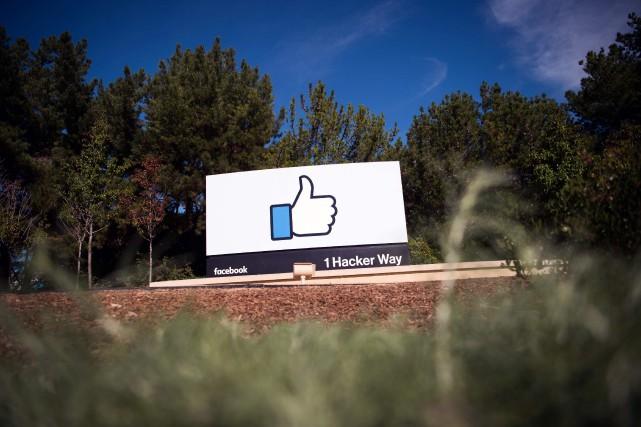 Facebook a annoncé mercredi restreindre l'usage de sa plateforme Live de vidéo... (PHOTO JOSH EDELSON, ARCHIVES AGENCE FRANCE-PRESSE)