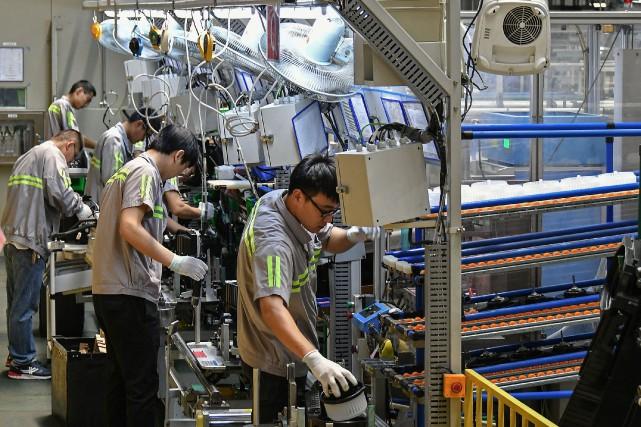 «La faiblesse de la production industrielle et des... (PHOTO STR, AFP)