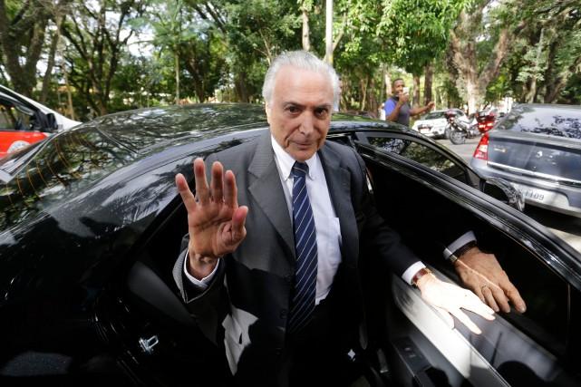 Michel Temer à son arrivée dans sa résidence... (PHOTO AP)