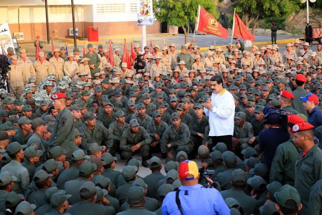 Le président NicolasMaduro offre un mot d'encouragement à... (PHOTO AFP)