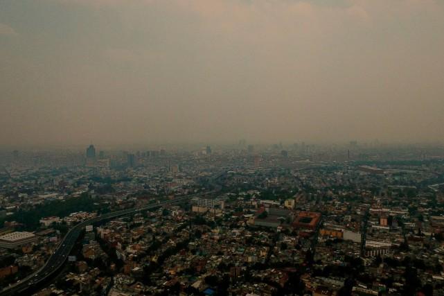 Une série d'incendies dans les faubourgs de la... (PHOTO PEDRO PARDO, AFP)