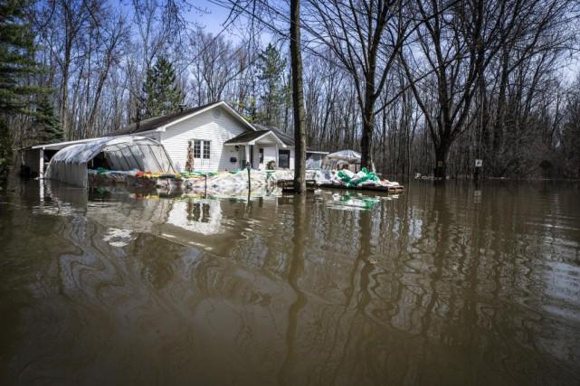 Les inondations du printemps risquent de coûter des dizaines, sinon des... (PHOTO OLIVIERPONTBRIAND, ARCHIVES LA PRESSE)