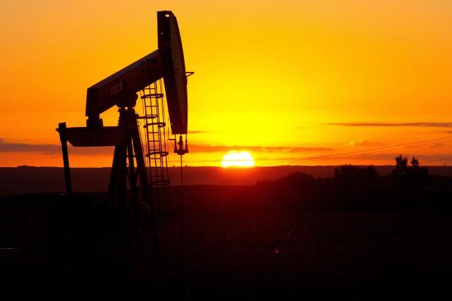 Les prix du pétrole montaient vendredi en cours d'échanges européens,en nette... (PHOTO KAREN BLEIER, ARCHIVES AGENCE FRANCE-PRESSE)