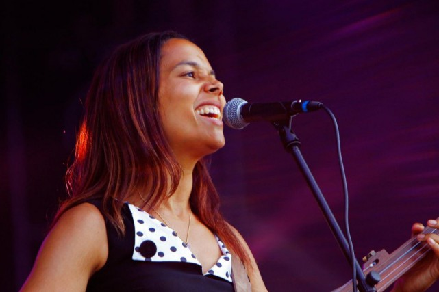 Rhiannon Giddens en spectacle au Bonnaroo Music and... (PHOTO WADE PAYNE, ARCHIVES ASSOCIATED PRESS)