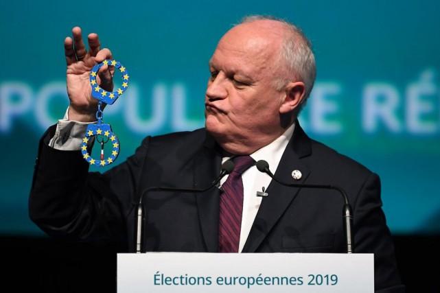 François Asselineau, tête de liste de l'Union populaire... (PHOTOPATRICK HERTZOG, AGENCE FRANCE-PRESSE)