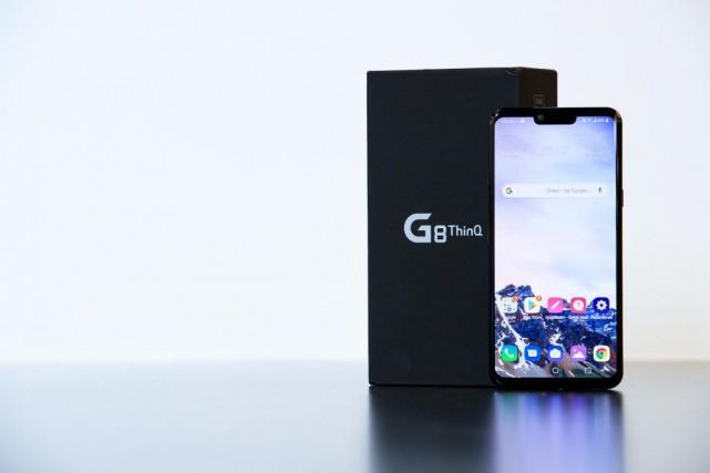 Le G8 ThinQ, du fabricant LG, a théoriquement... (PHOTO EDOUARD PLANTE-FRÉCHETTE, LA PRESSE)