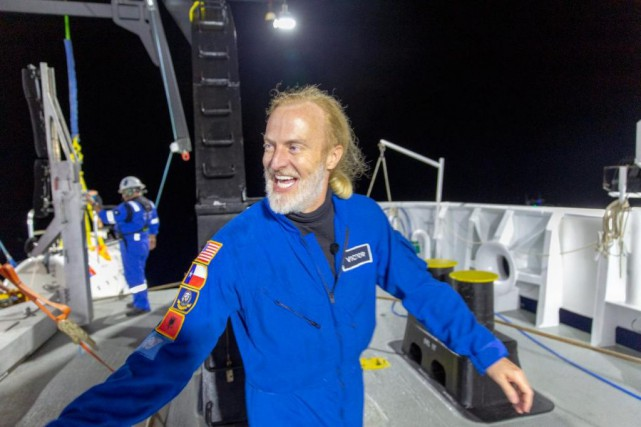 Victor Vescovo à sa sortie du submersible... (PHOTO ASSOCIATED PRESS)