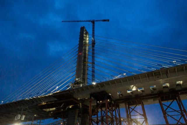 La construction d'un nouveau pont enjambant le Saint-Laurent n'apparaissait pas... (PHOTO MARTIN TREMBLAY, ARCHIVES LA PRESSE)